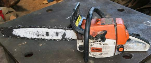 Small chain saw